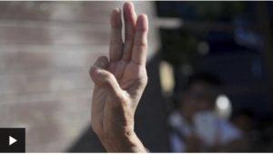 """สัญลักษณ์ """"ชู 3 นิ้ว"""" คืออะไร ถอดความหมายที่แท้จริง"""