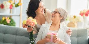 """5 ไอเดีย """"ของขวัญวันแม่"""" ให้อะไรดีในวันแม่ปีนี้"""