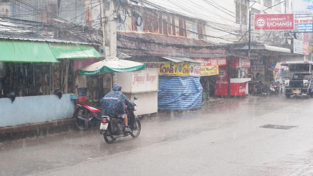 ประกาศจากกรมอุตุฯ ฝนถล่ม 28 จังหวัด
